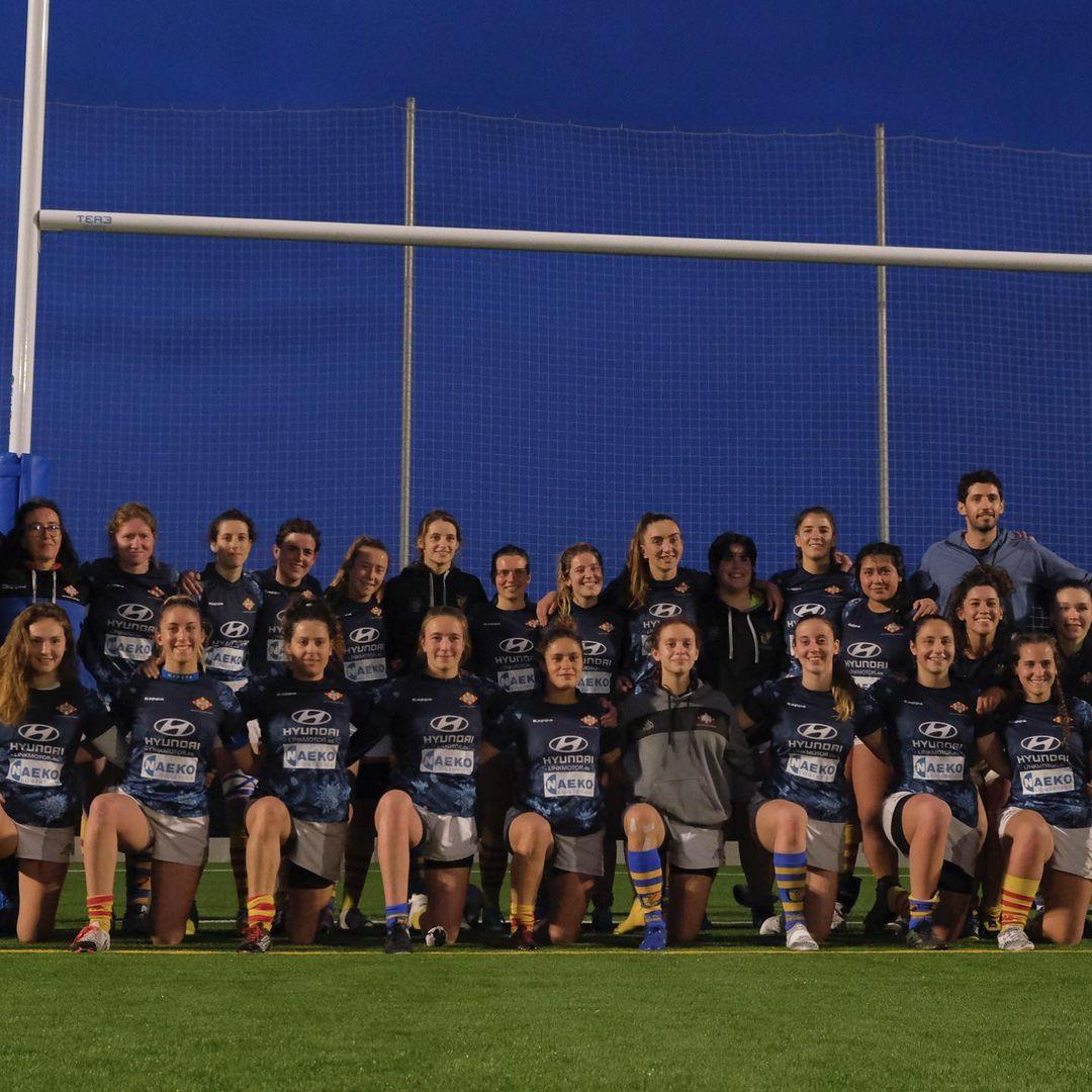 foto del equipo senior femenino CRUC-UES tras la victoria en semifinales